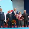 Губернатор Александр Дрозденко и другие гости праздника.jpg